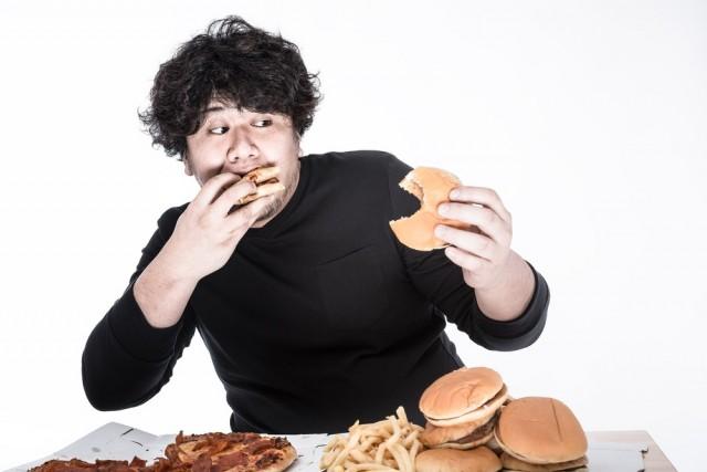 ひとり暮らしの食費平均額が37,486円というかなり高めの結果が!?