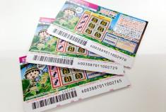 宝くじ売り場で運試し!スクラッチくじなら何分の1の確率で200円が100万円に!?
