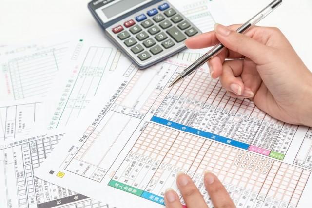 月収30万円なら所得税は24,000円ほど。私たちの税金はどう使われてるの?