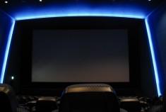 大型テレビの終焉?50,000円でプライベート映画館を買おう